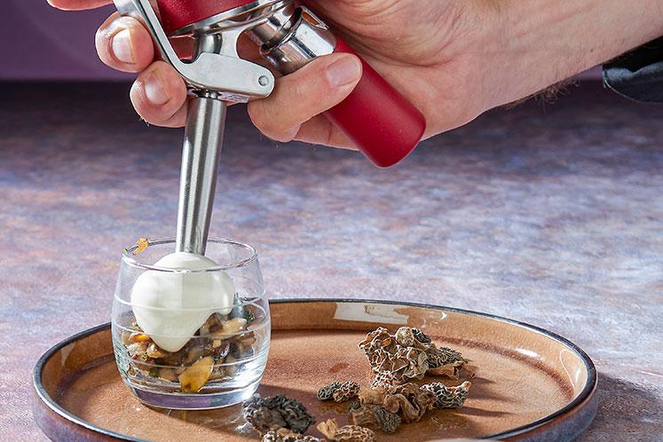 Warm schuim van morilles & gerookte olijfolie