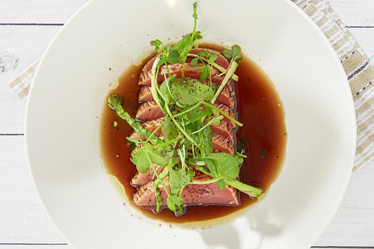 Flamed salmon en dashi iri ponzu
