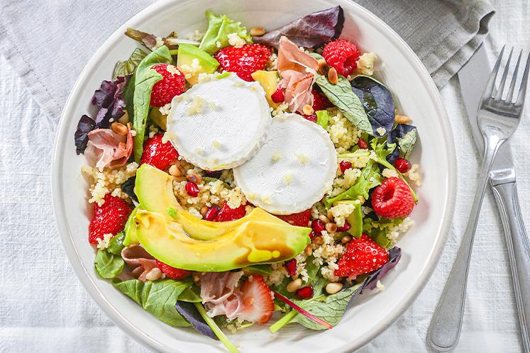 Couscoussalade met bettine blanc, avocado en rood fruit