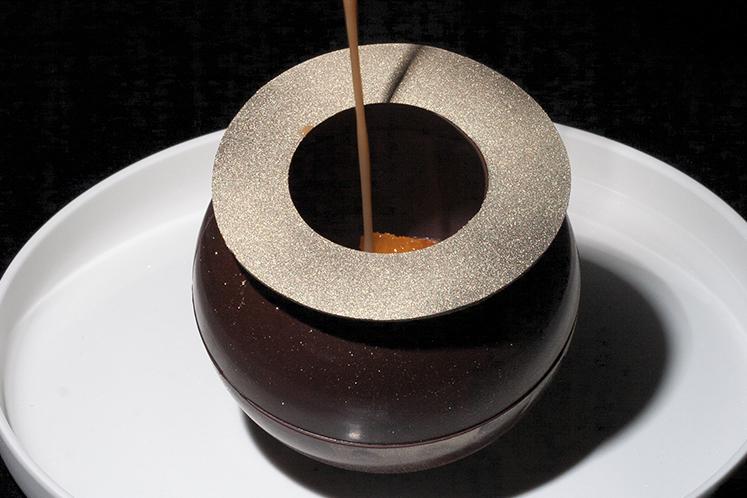 Chocolade dôme dessert