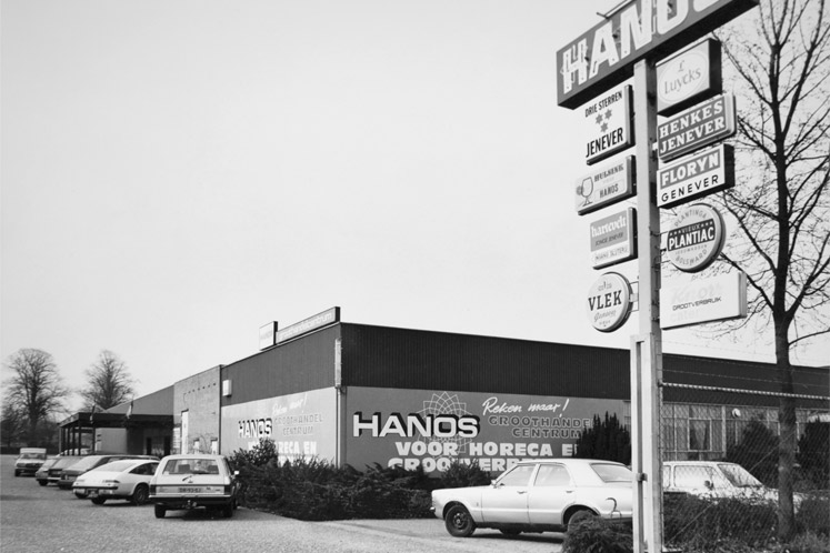 HANOS opened its first wholesale store in Apeldoorn, Veluwe area, in 1975