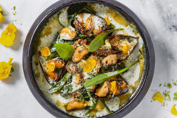 Mosselen met spinazie, knoflook en Parmezaanse kaas